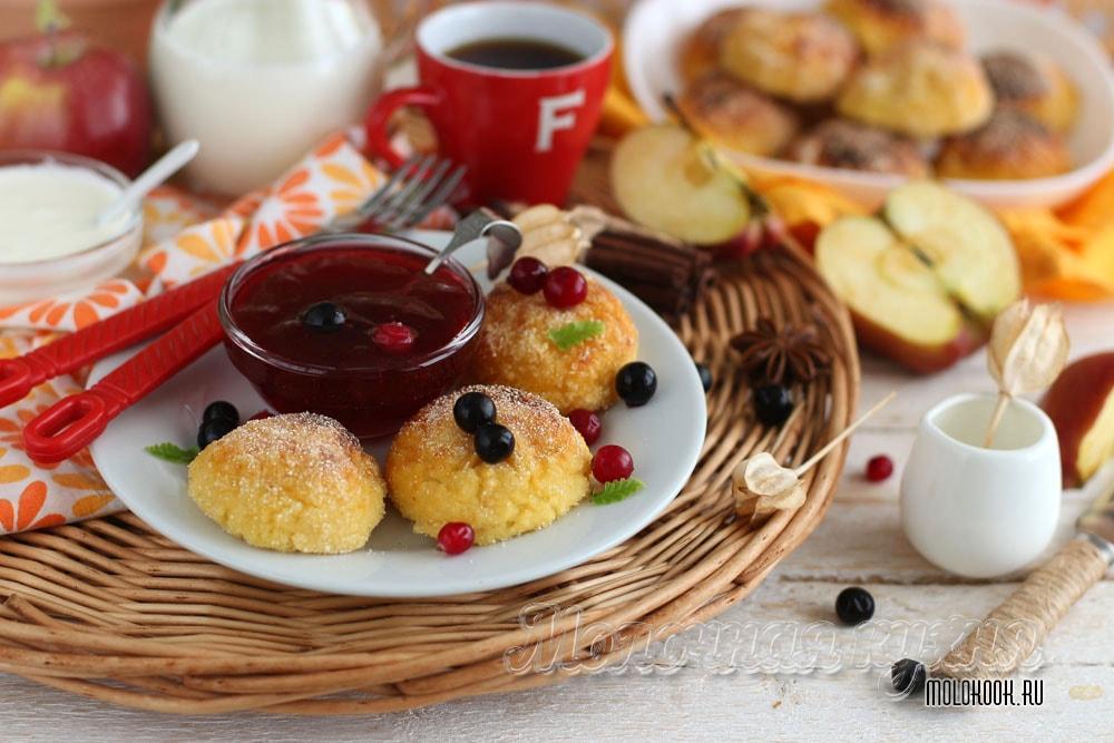 Сырники из творога с добавлением яблок, запеченные в духовке