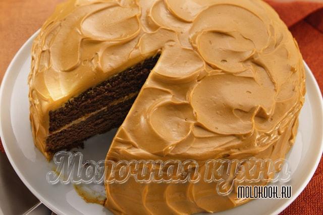 Торт, покрытый кремом на основе мареной сгущенки с маслом