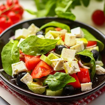 Греческий салат с руколой