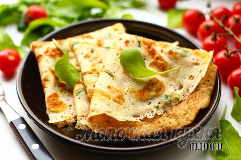 Аппетитные сырные блины с зеленью – просто, быстро и вкусно