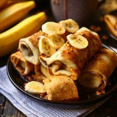 Готовые блины с бананово-шоколадной начинкой