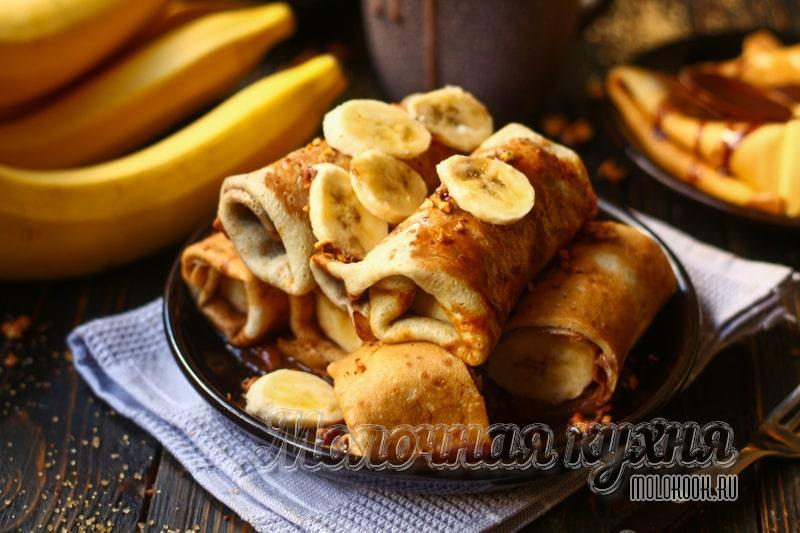 Воздушные блины с бананом и жидким шоколадом – самый вкусный рецепт завтрака