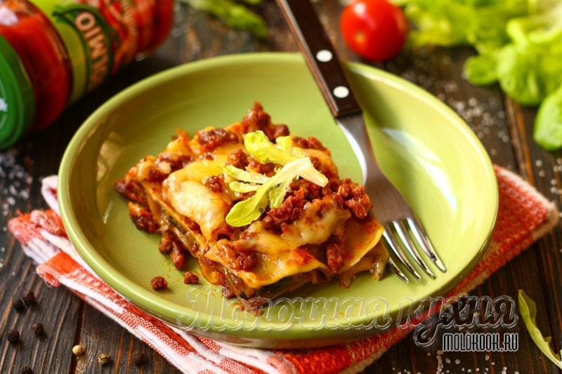 Интересное сочетание – лазанья с мясным фаршем и грибами, запеченная в духовке