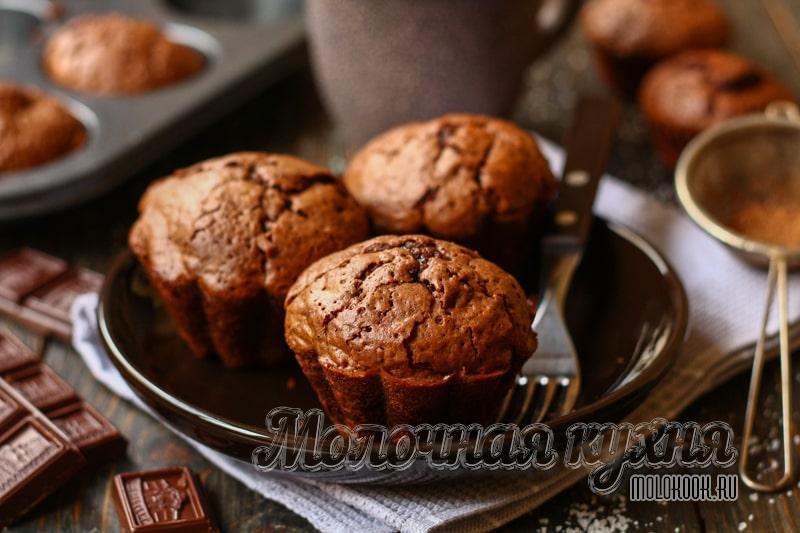 Бесконечно шоколадные маффины с кусочками шоколада – бесподобный вкус и аромат