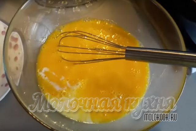 Молоко с куриными яйцами
