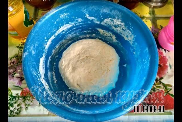 Тесто в миске