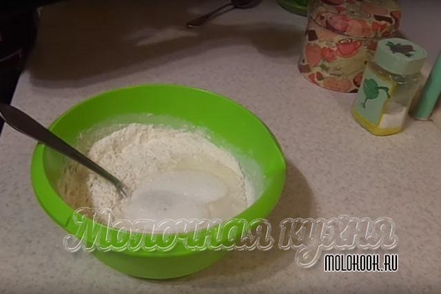 Добавление сахарного песка с солью