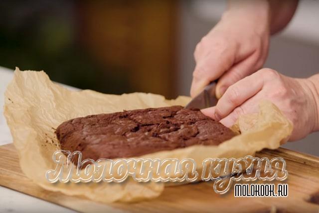 Разрезание готового десерта