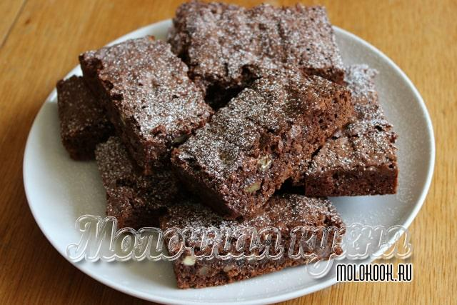 Брауни с добавлением орехов и кусочков печенья