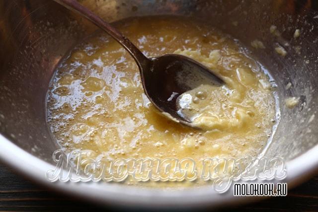 Яйцо, смешанное с маслом