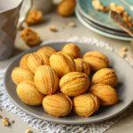 Сладкие «орешки» с вареной сгущенкой – настоящий вкус детства