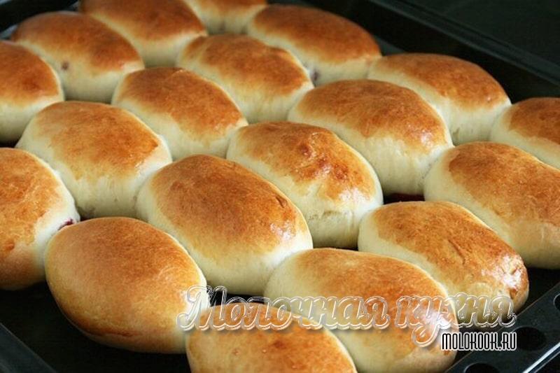 Печеные пирожки с начнкой из варенья