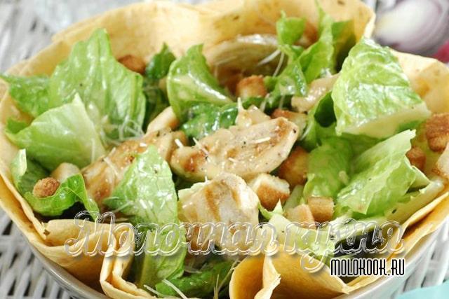 Готовый салат, подача