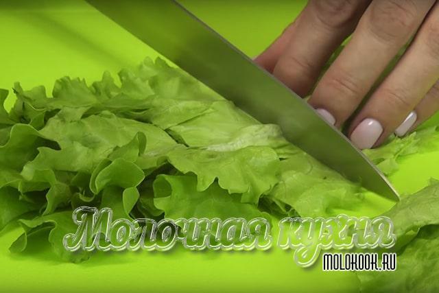 Нарезка салатных листьев