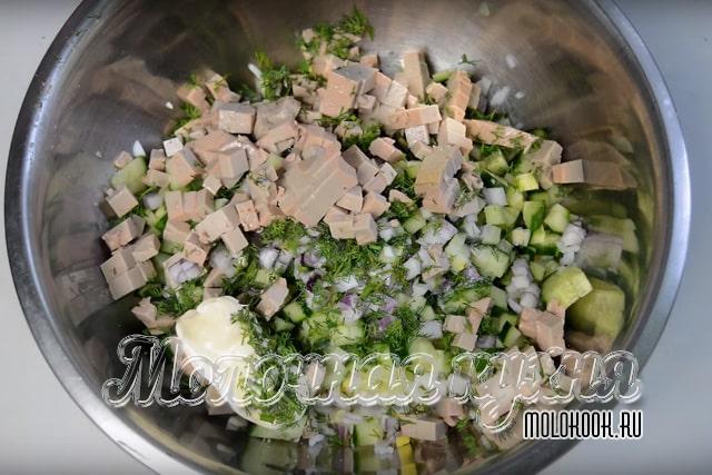 Все подготовленные продукты в миске
