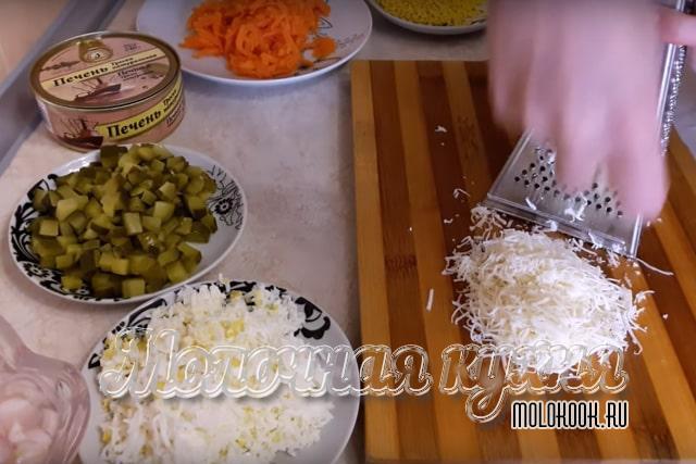 Измельчение ингредиентов блюда