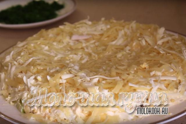 Слой яиц и сыра
