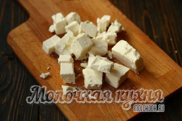 Кубики рассольного сыра