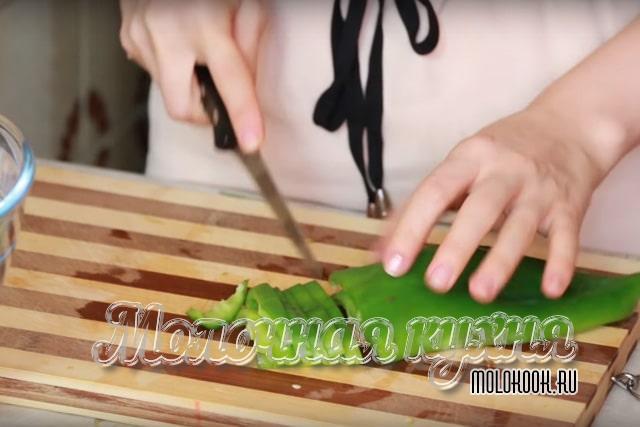Нарезка зеленого перца