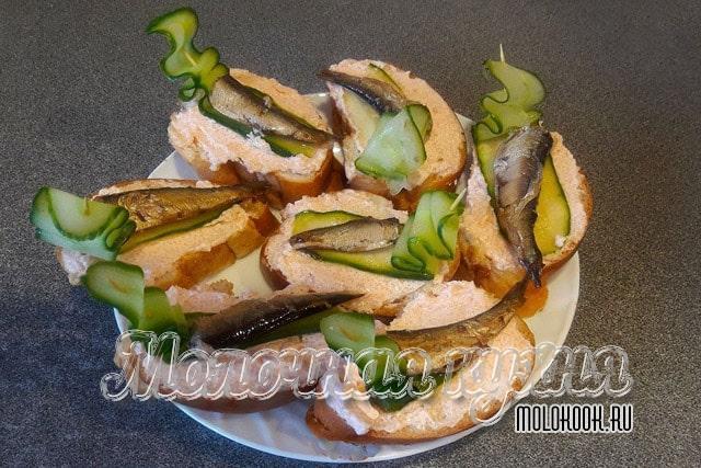 Очень вкусные бутерброды с икрой и шпротами
