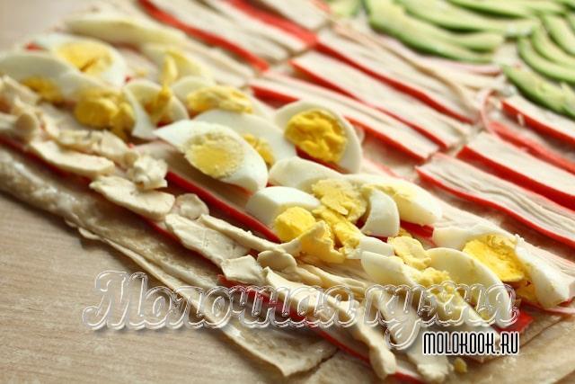 Яйца и сыр на палочках
