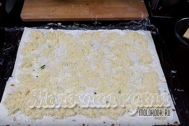 Рспределение тертого твердого сыра