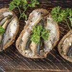 Очень вкусные рецепты бутербродов со шпротами – простое приготовление и красивое оформление