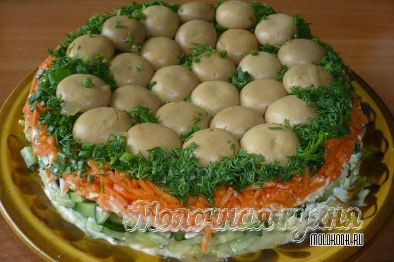 Рецепт салата «Грибная поляна» с маринованными шампиньонами