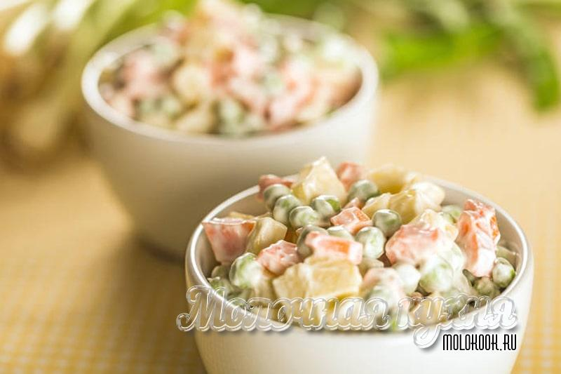 Рецепт салата Оливье с вареной колбасой, горошком, солеными огурцами