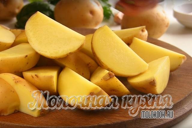 Резаная картошка на дольки
