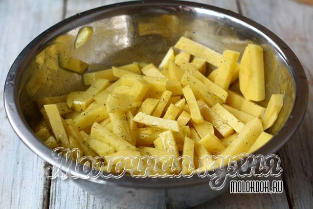 Картошка, перемешанная со специями