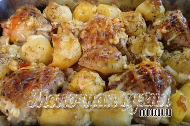 Куриные бедра с майонезом и картофелем