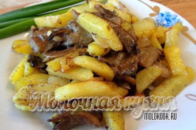 Картофель, жаренный с вешенками