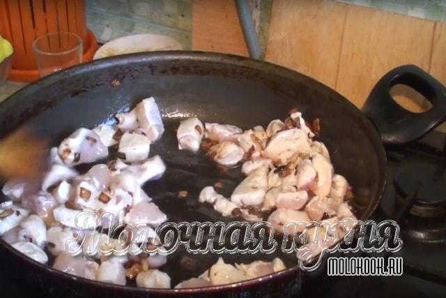 Обжаривание куриного мяса