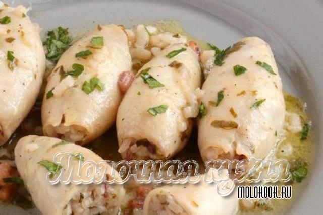 Кальмары, фаршированные рисово-крабовой начинкой
