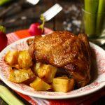 Готовим вкусные куриные бедра в духовке с ломтиками картошки - самые удачные рецепты
