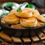 Пышные, нежные сырники из творога - готовим на сковороде классический завтрак для всей семьи