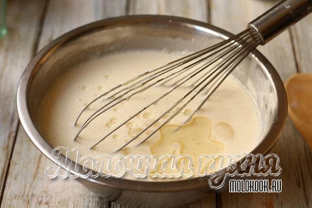 Масло налито в тесто