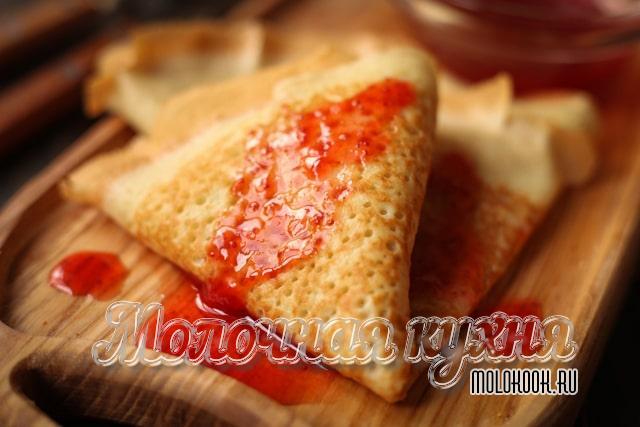Рецепт тонких, дырчатых блинов на кефире с крутым кипятком и содой