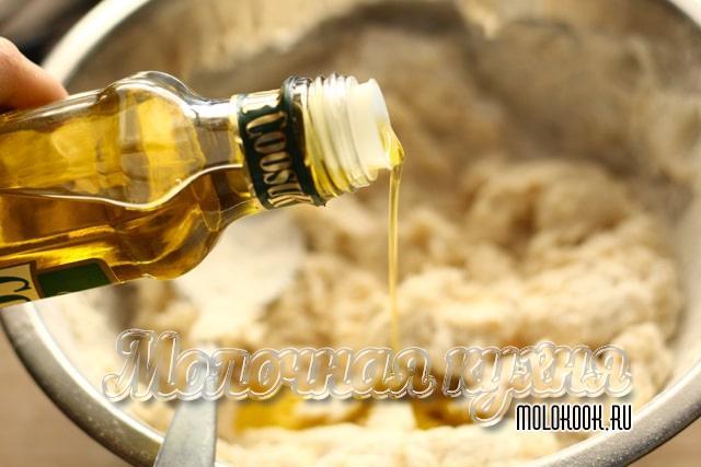 Процесс добавления растительного масла