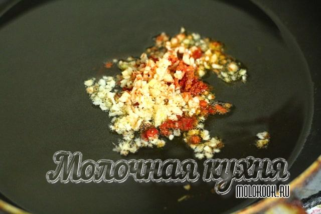 Обжаривание перца и чеснока