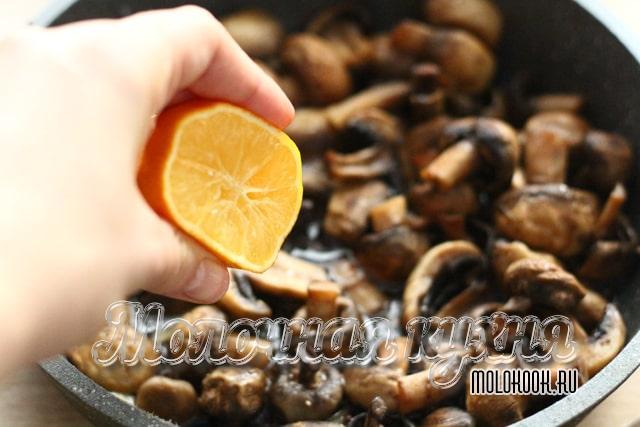 Добавление лимонного сока