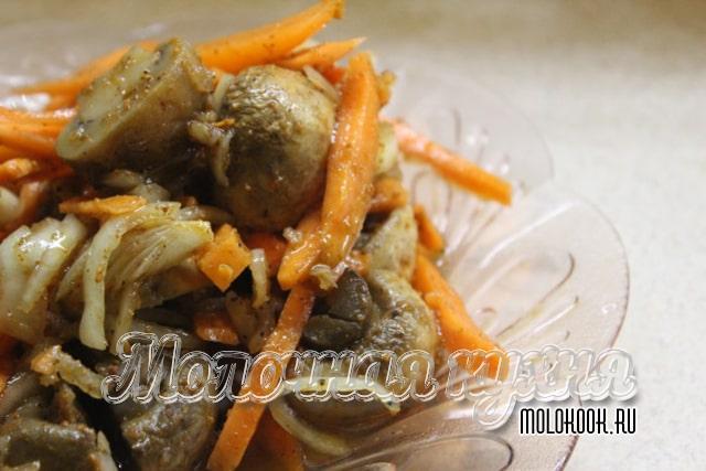 Грибы, маринованные с морковкой