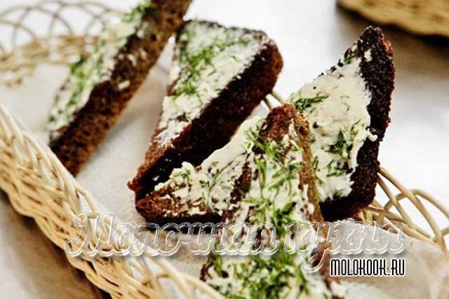 Сырно-чесночные гренки из черного хлеба