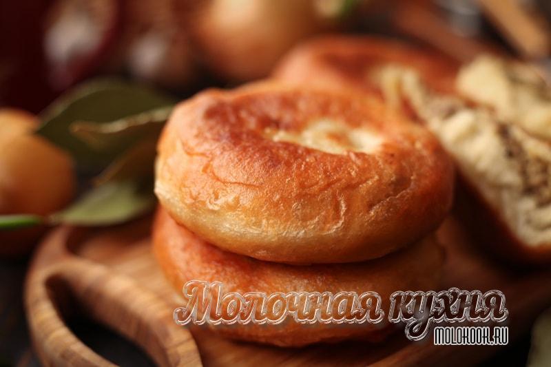 Румяные жареные пирожки с начинкой из картошки и печенки – запишите отличный рецепт