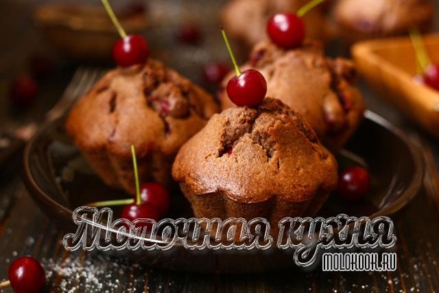 Рецепт маффинов с вишней и какао-порошком