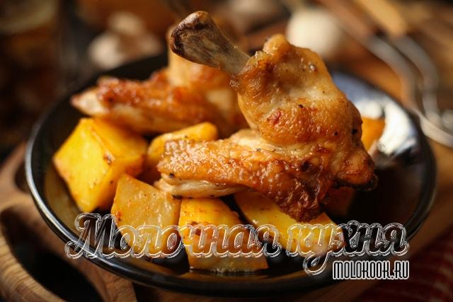 Крылья с картофелем в духовке