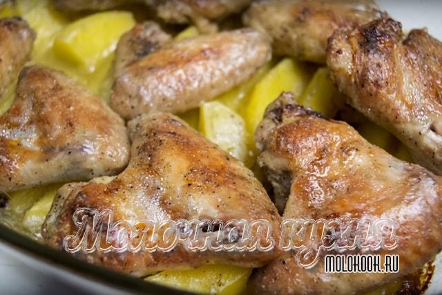 Рецепт крыльев в майонезе с картофелем в духовке