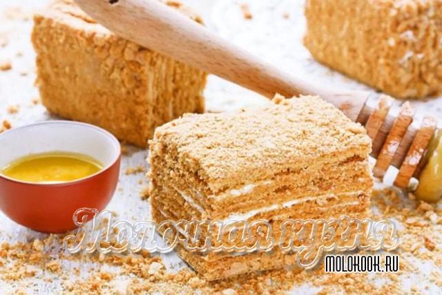 Медовый торт с кремом из творожного сыра