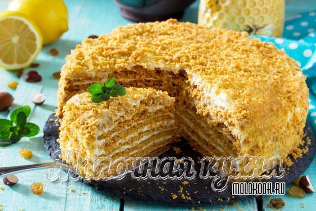 """Рецепт торта """"Рыжик"""" из медовых коржей"""